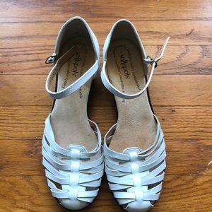 Women's white sandals excellent condition size 10